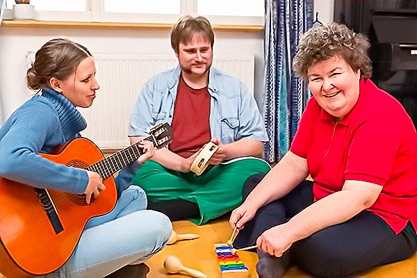ESSERE MUSICOTERAPISTI NEL REGNO UNITO: LA FORMAZIONE E GLI SBOCCHI LAVORATIVI